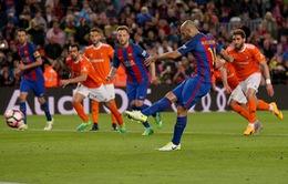 Đồng đội phì cười sau bàn thắng đầu tiên của Mascherano cho Barcelona