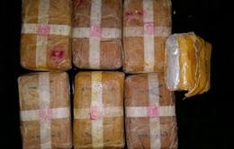 Bắt giữ vụ vận chuyển ma túy lớn qua biên giới Việt - Lào