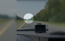 Máy bay Mỹ hạ cánh khẩn cấp trên đường cao tốc