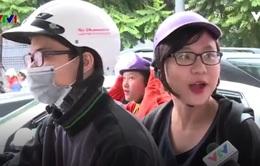 Người dân đã quen đội mũ bảo hiểm nhưng chưa thực sự an toàn