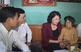 Thăm, tặng quà mẹ Việt Nam anh hùng ở Tuyên Quang