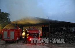 Đăk Nông: Xưởng chế biến gỗ bốc cháy ngùn ngụt