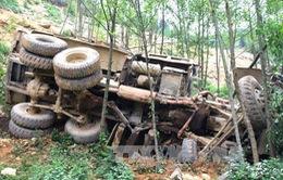 Xe tải lao xuống vực, 4 người chết tại chỗ