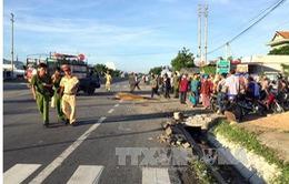 Xe sơ mi rơ moóc mất lái gây tai nạn chết người, tông sập 3 ngôi nhà bên đường
