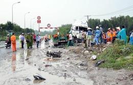 Va chạm xe container và xe máy, 2 người tử vong