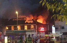 Anh: Cháy cửa hàng ở phía Đông London