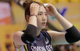 """""""Mỹ nhân đại chiến"""" trong trận đấu giữa ĐH Thể thao Bắc Kinh (Trung Quốc) và Suwon (Hàn Quốc)"""