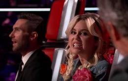 """Miley Cyrus bị """"đá xoáy"""" khi vắng mặt ở The Voice?"""