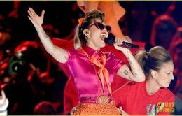 Miley Cyrus khóc nức nở vì được góp tiền cho nạn nhân siêu bão Harvey