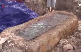 Phát hiện mộ cổ bằng đá nguyên khối tại Quảng Bình