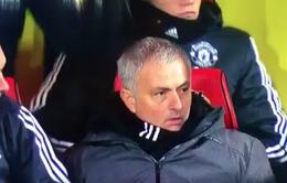 HLV Mourinho sốc với quả đá phạt thành bàn của Young