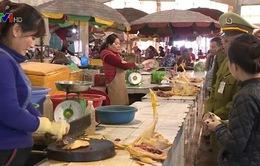 Khó kiểm soát mua bán gia cầm tại các chợ cửa khẩu Móng Cái