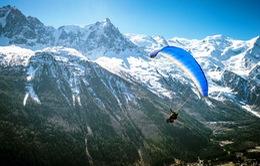 Khám phá vẻ đẹp núi Mont Blanc từ dù lượn
