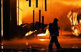 Cháy chợ vật liệu xây dựng ở Moscow, Nga