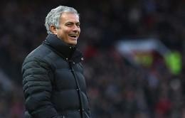 Quỷ đỏ huyền thoại bóng gió chê Mourinho không biết bảo vệ học trò