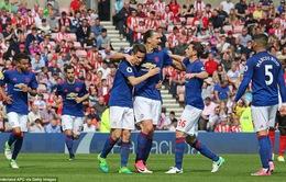 Vòng 32 giải Ngoại Hạng Anh: Sunderland 0-3 Manchester United: Ba bàn thắng và một thẻ đỏ