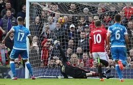 Vòng 27 ngoại hạng Anh: Ghi bàn trước, chơi hơn người, Man Utd vẫn chỉ có 1 điểm