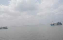 Vùng biển từ Bình Thuận đến Cà Mau có mưa giông trong chiều và đêm nay
