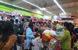 Siêu thị tạo thuận lợi cho người dân mua sắm Tết