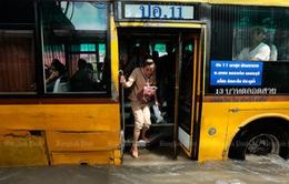 Nhiều khu vực ở Bangkok (Thái Lan) chìm trong biển nước