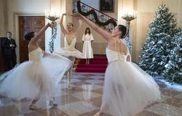 Đệ nhất phu nhân Mỹ khoe thành quả trang trí Nhà Trắng dịp Giáng sinh