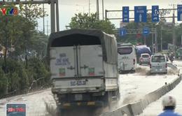 Nhiều nơi ở TP.HCM bị ngập sâu sau cơn mưa lớn