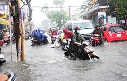 Mưa lớn kéo dài nhiều giờ gây ngập cục bộ ở TP.HCM