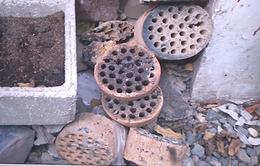 Nấu rượu bằng than tổ ong trong nhà, 2 vợ chồng tử vong