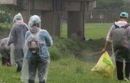 Đài Loan (Trung Quốc) làm sạch sông nhân ngày Trái Đất