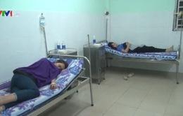 Hơn 50 người ngộ độc thức ăn tập thể tại Bình Phước