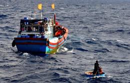 Quảng Ngãi: Cứu một ngư dân nước ngoài bị trôi dạt