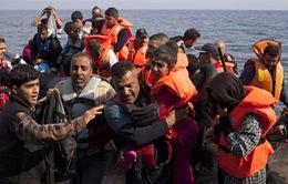 VIDEO: Cứu thuyền chở người di cư chìm dần trên biển Địa Trung Hải