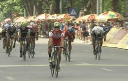 VIDEO Chặng 1 giải xe đạp quốc tế VTV Cup Tôn Hoa Sen 2017: Màn nước rút ngoạn mục về đích của Lê Nguyệt Minh