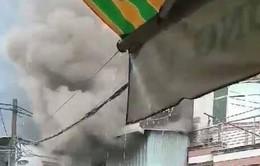 TP.HCM: Sét đánh khiến nhà dân bốc cháy