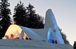Kỳ công xây nhà thờ bằng tuyết hơn 1 tháng