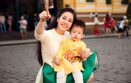 Nhật Kim Anh cùng con trai cưng diện áo dài dạo phố