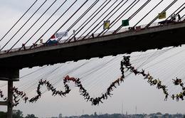 Brazil: 245 người nỗ lực lập kỷ lục thế giới về nhảy Bungee tập thể