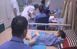 BV Da liễu đông trẻ đến khám vì bố mẹ lo con nhiễm sùi mào gà