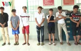 Bắt quả tang nhóm thanh niên ném đá vỡ kính xe ô tô tại Kiên Giang