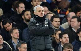 """Bị CĐV Chelsea gọi là """"Judas"""", HLV Mourinho nóng mặt đáp trả"""