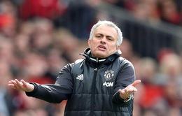 """Man Utd lại nhận tin """"sét đánh"""": Mourinho phải hầu toà ngay trước đại chiến Chelsea!"""