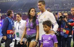 Bạn gái Ronaldo được xác nhận đang mang bầu tháng thứ 5