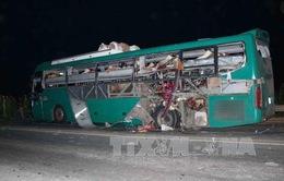 Nổ xe khách kinh hoàng trong đêm, 2 người chết