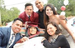 Mỹ: Tổ chức lễ tốt nghiệp sớm cho học sinh có cha sắp qua đời