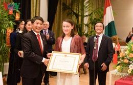 Nữ sinh gốc Việt đoạt giải Nhất cuộc thi Toán tại Hungary