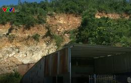 Khai thác đất núi trái phép - Hiểm họa lơ lửng trên đầu người dân