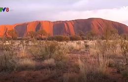 "Australia sắp cấm du khách leo núi tại ""kỳ quan"" giữa sa mạc"
