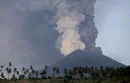 Núi lửa tiếp tục phun tro bụi, du khách Việt mắc kẹt tại sân bay Bali