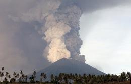 Indonesia kéo dài lệnh đóng cửa sân bay trước nguy cơ núi lửa Agung phun trào