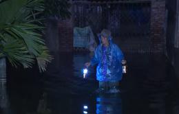 Hàng nghìn hộ dân ở Hà Nội vẫn bị nước lũ cô lập sau vỡ đê